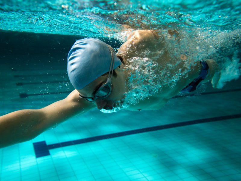 Какое плавание бывает: отличия стилей по технике, скорости движений