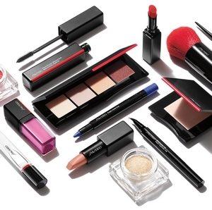 Выбираем профессиональные средства для макияжа.