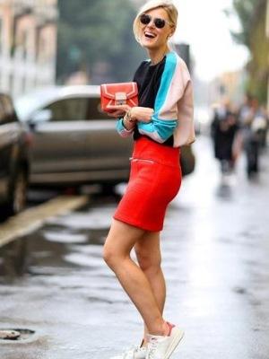 Советы как и с чем носить красные сумки