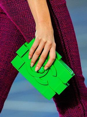 Определяемся с цветом женской сумки в 2020 году